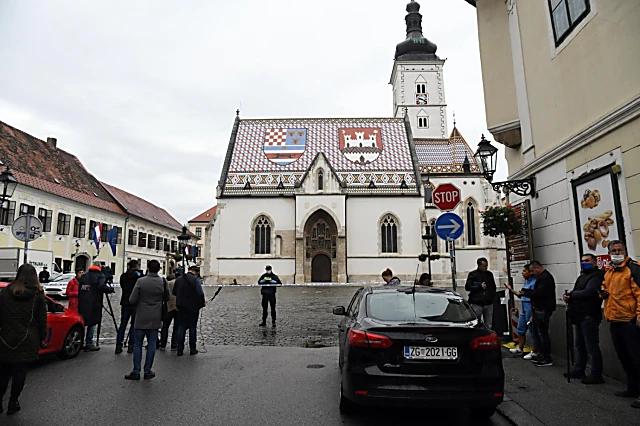 Napad automatskim oružjem na zgradu Vlade RH u Zagrebu. Policajac ranjen !