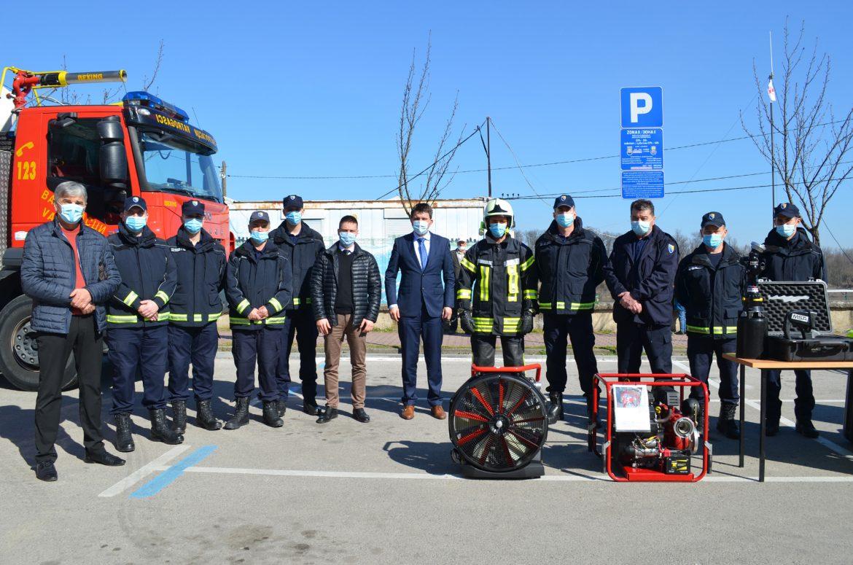 Prezentirano novo vatrogasno vozilo i oprema Civilne zaštite i spasilačkog tima